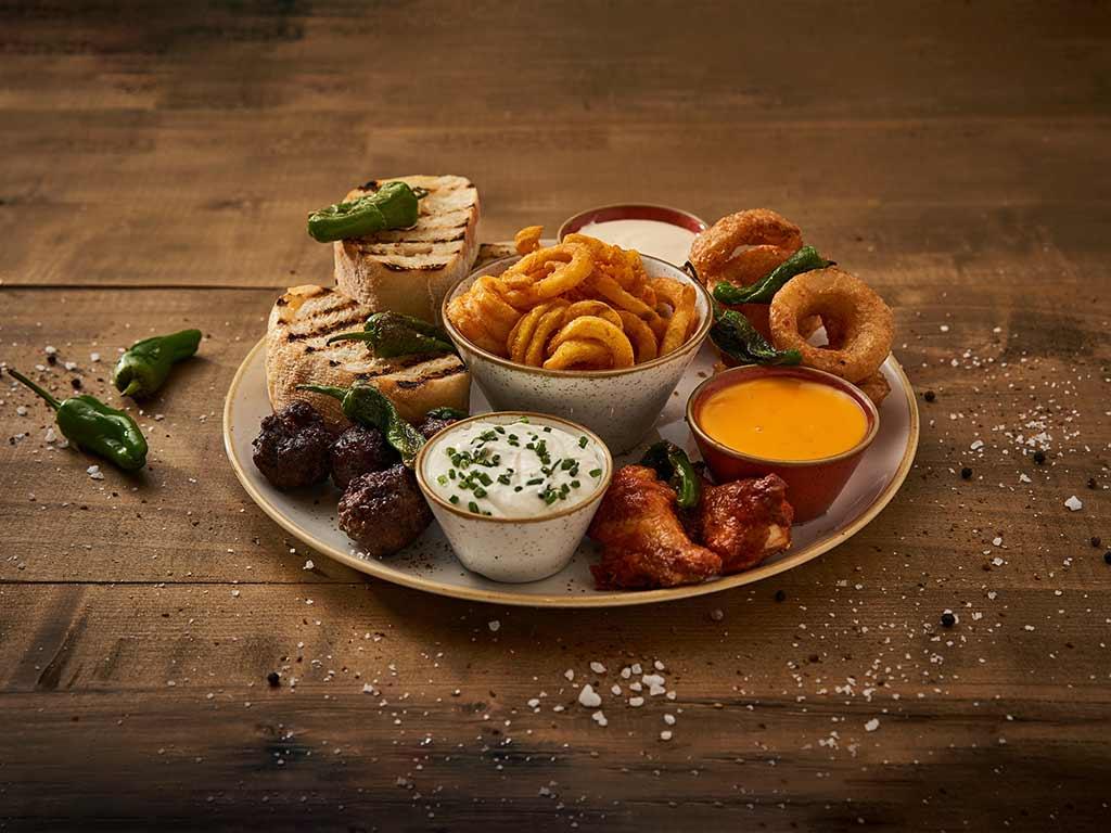 Die große Vorspeisen-Platte bietet allerlei kleinere Appetithäppchen. copyright: THE ASH