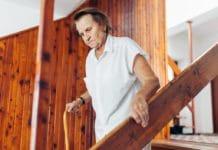Treppenlift in Mietshaus: Muss der Vermieter den Einbau dulden und was ist zu beachten? copyright: Envato / tommyandone