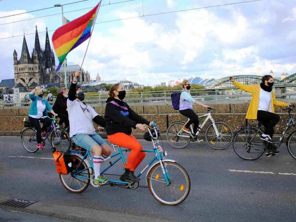 Statt einer großen CSD-Parade durch Köln fand in diesem Jahr eine Fahrrad-Sternfahrt in der Rheinmetropole statt.