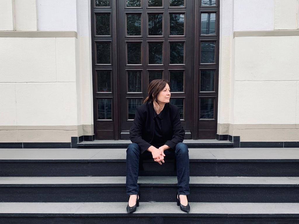 """Autorin Edith Niedieck liest aus ihrem Kriminalroman """"Luxuslügen""""."""
