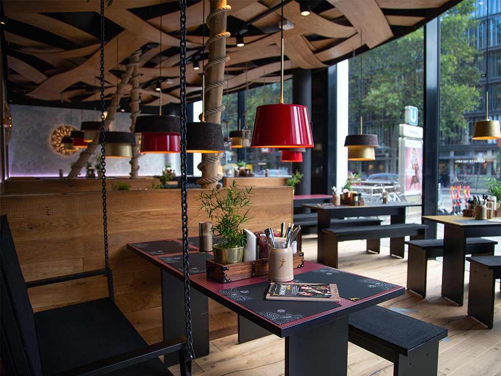 Auf 300 Quadratmeter Fläche direkt am Kölner Friesenplatz können sich rund 225 Gäste im Restaurant an den leckeren Kreationen erfreuen.