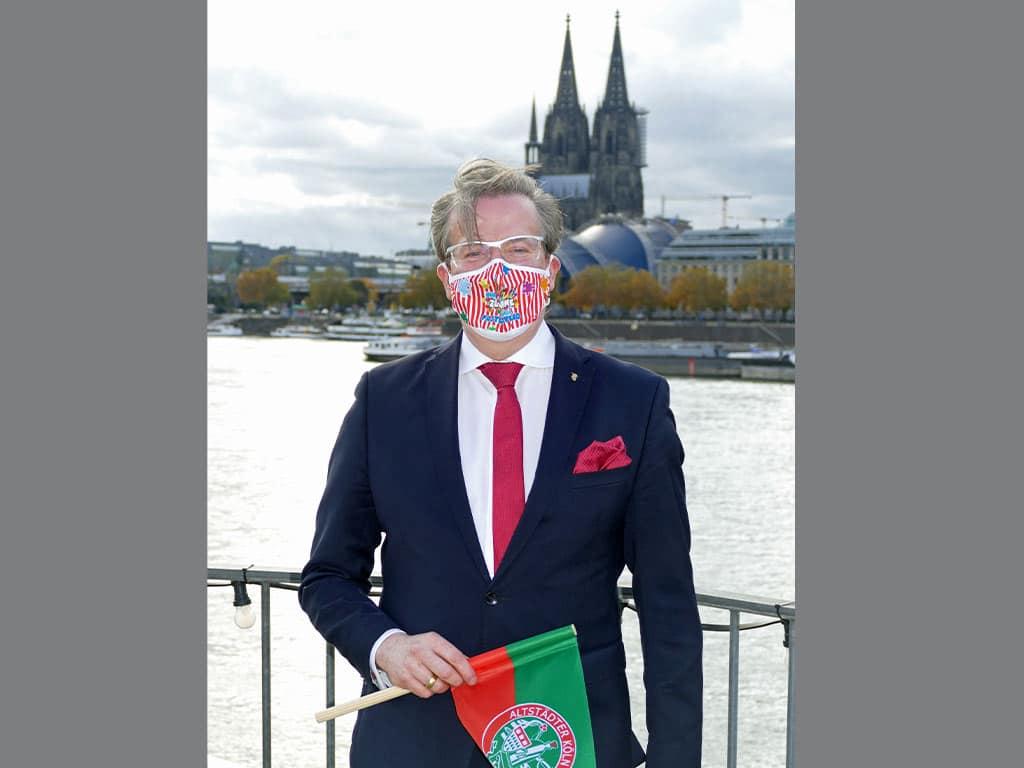 Die Schutzmaske gehört auch für Christoph Kuckelkorn zur Grundausstattung, wie hier beim Termin am 26.10.2020 zur Vorstellung des designierten Kölner Dreigestirns.