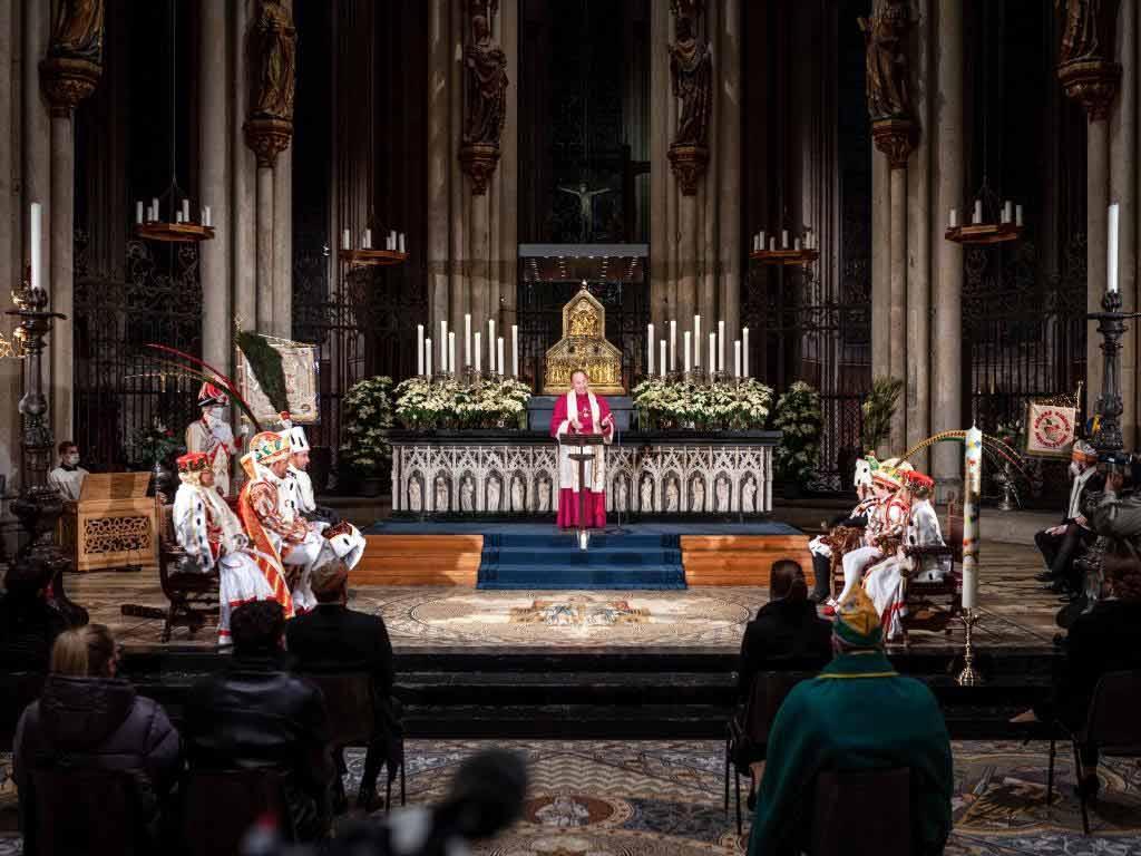 Bei Ihrer Tour durch die Rheinmetropole besuchte das Dreigestirn 2021 auch den Kölner Dom.