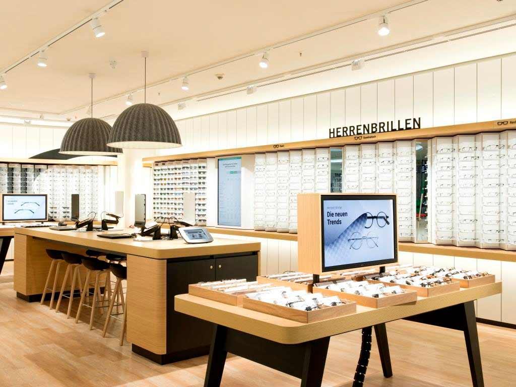 In der Filiale im Rhein-Center Köln-Weiden sind über 800 Brillen- und Sonnenbrillenmodelle ausgestellt.