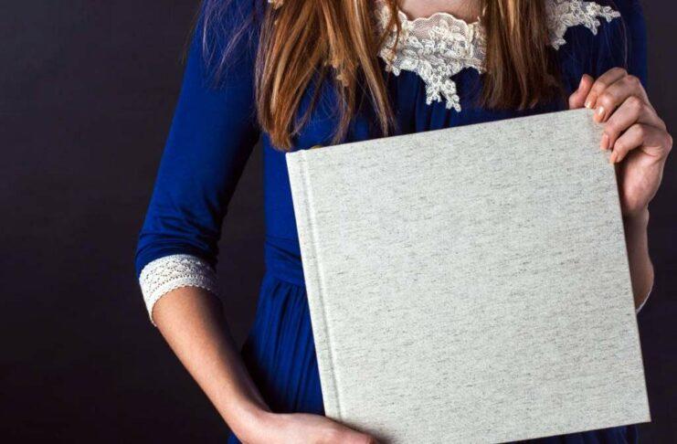 Mit einem selbst kreierten Buch voller Bilder lassen sich die schönsten Erinnerungen bewahren.