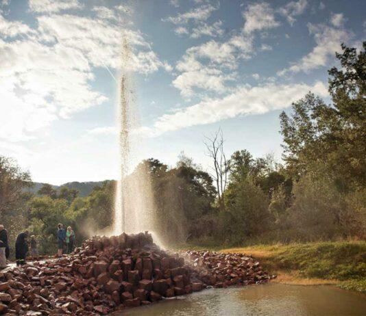 In Andernach können Groß und Klein den weltweit höchsten Kaltwassergeysirs der Welt im Vulkanpark bewundern.