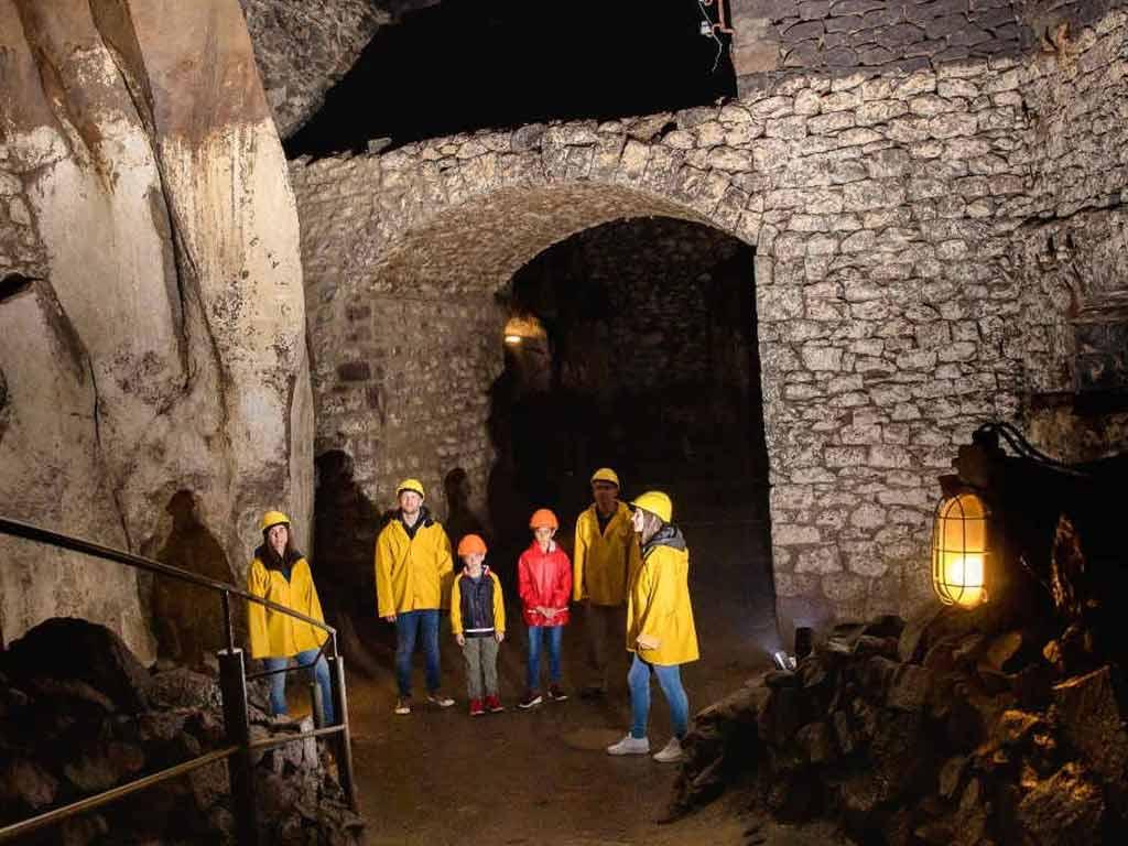 30 Meter unter der Bierbrauerstadt Mendig in der Eifel befinden sich die imposanten Lava-Keller.