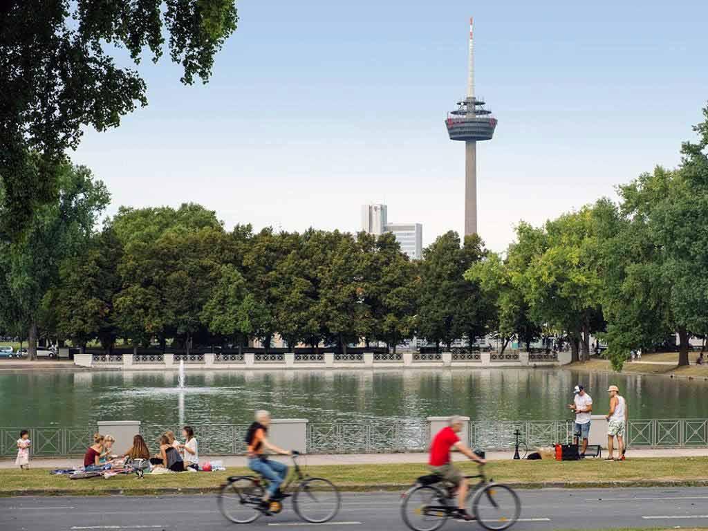 Der Kölner Fernsehturm Coloius gehört zum Stadtbild und feiert sein 40. Jubiläum.