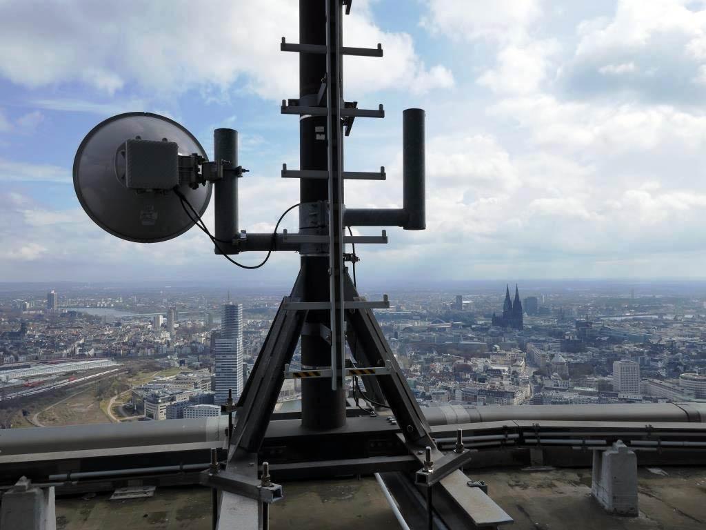 Heute laufen über den Colonius u.a. digitales Fernsehen, analoges und digitales Radio, Richtfunk, Behördenfunk, das Funknetz der Kölner Verkehrsbetriebe sowie mobiles Internet und Handygespräche für viele Teile der Stadt und das Kölner Umland.