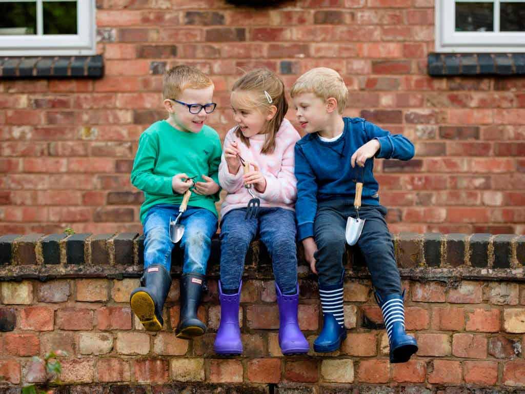 CityNEWS verlost zusammen mit Kent & Stowe Gartenwerkzeuge bestehend aus einer Spatengabel, Rechen, Handgabel sowie -schaufel für Kinder.