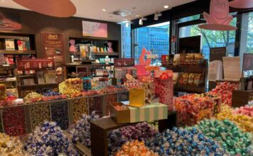 Die Lindt Boutique in Köln bietet Schokoladen-Genuss für Groß und Klein.