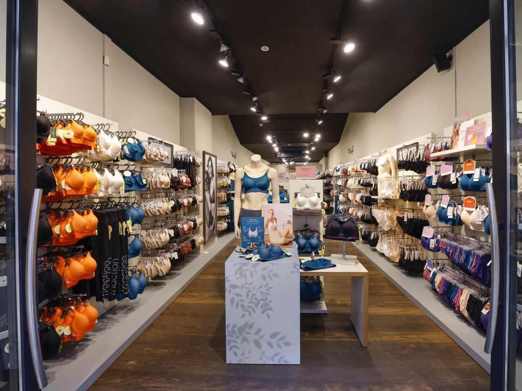 Im März 2021 Am 8. März 2021 öffneten sich in Köln die Türen des neuen temporären Triumph Stores.